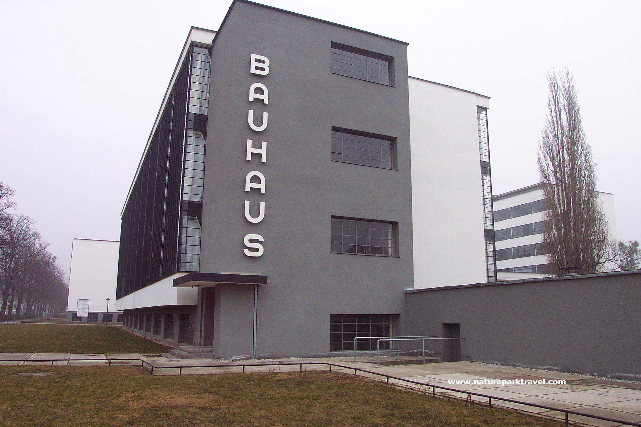 Bauhaus adriana sassoon for Architecture bauhaus