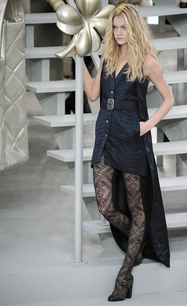 paris-fashion-week-fall-winter-2008-2009-chanel-runway7