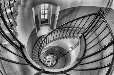 SPIRAL BLACK AND WHITE